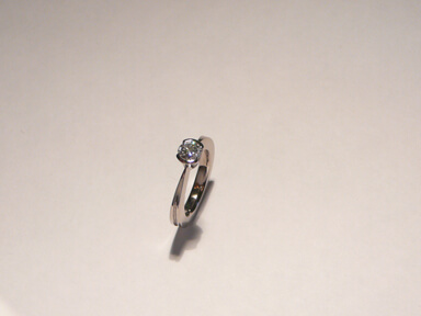 18ct white gold diamond set engagement ring